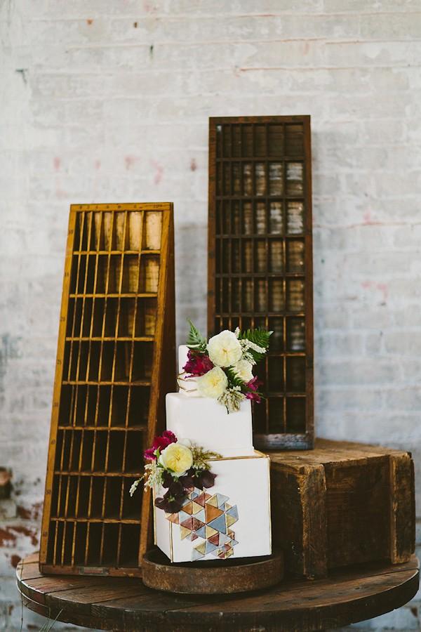 fall-wedding-cake-ideas-trendy-bride-2.jpg