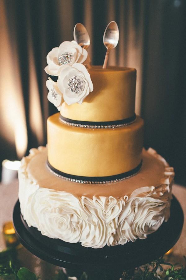 fall-wedding-cake-ideas-trendy-bride-4.jpg