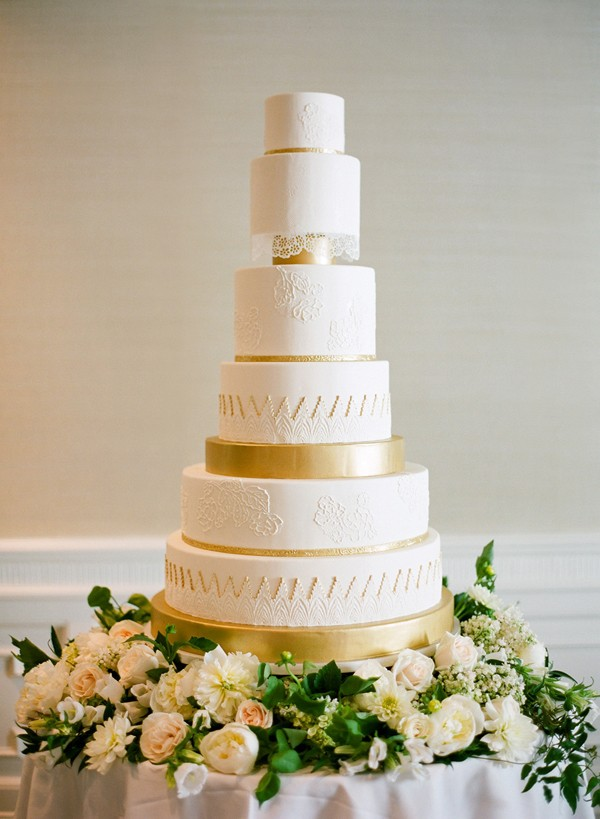 gold-and-white-cake-by-jose-villa.jpg
