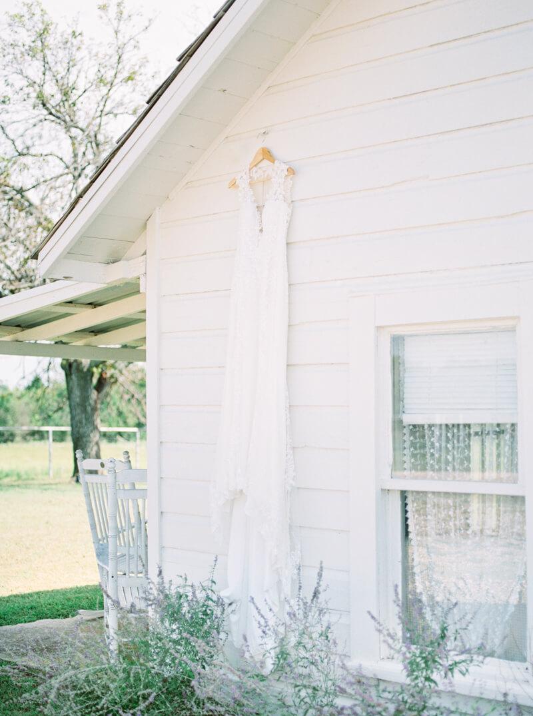 flying-v-ranch-wedding-photos-decatur-texas-14.jpg