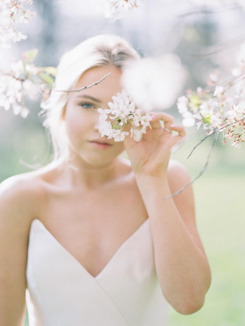 ethereal-blossom-bridal-portraits-fine-art-film-10.jpg