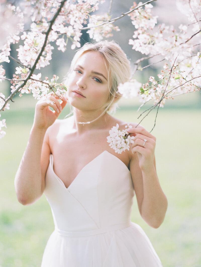 ethereal-blossom-bridal-portraits-fine-art-film-12.jpg