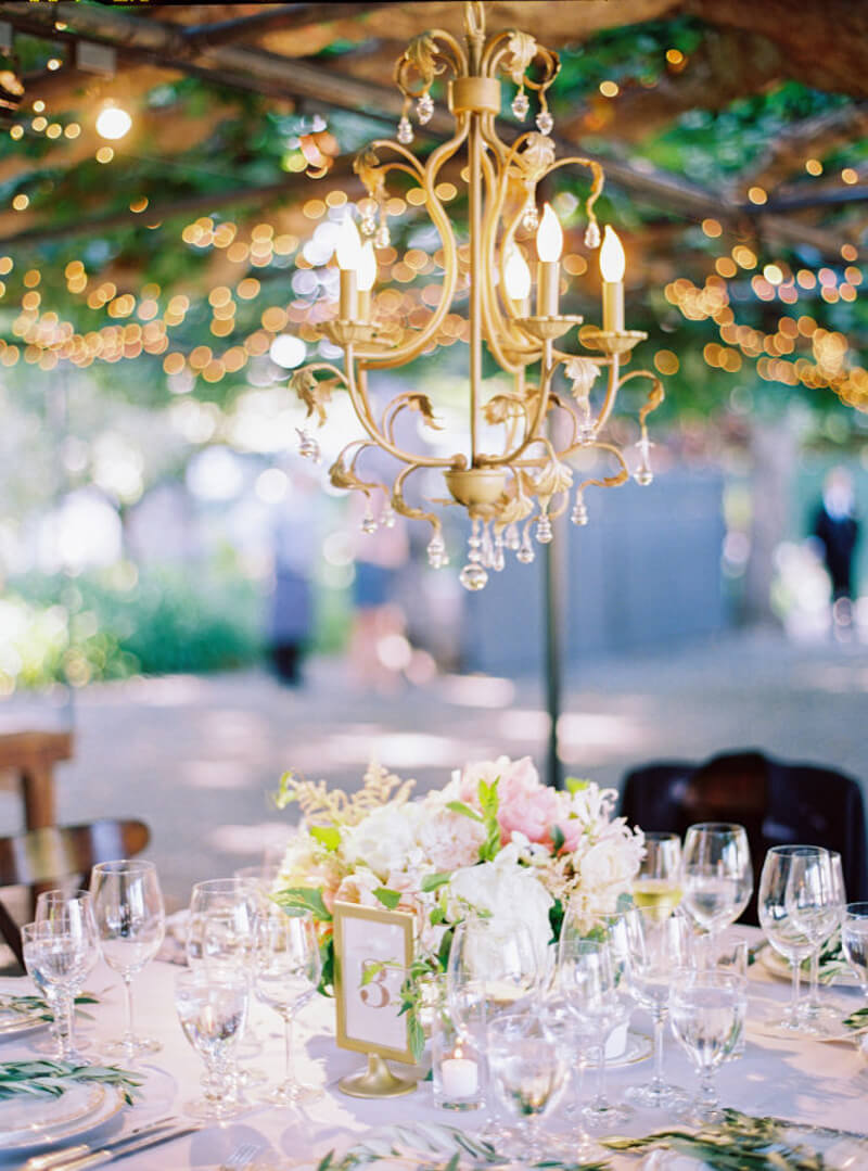 chandeliers-for-wedding-receptions-2.jpg