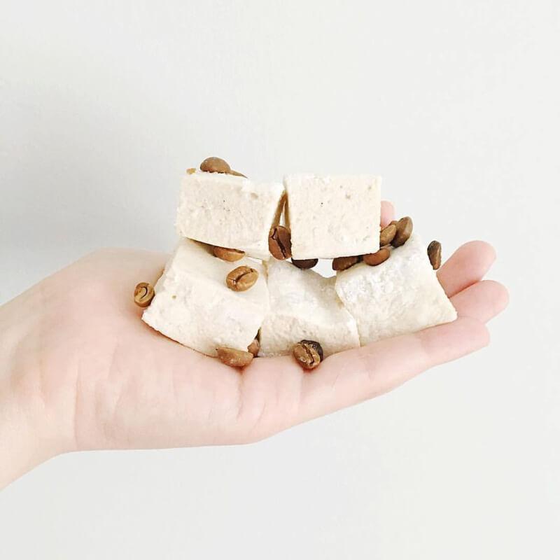 xo-marshmallow-wedding-favors-8.jpg