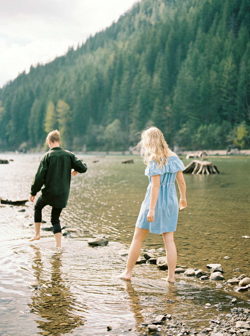 rattlesnake-lake-engagement-photos-17.jpg