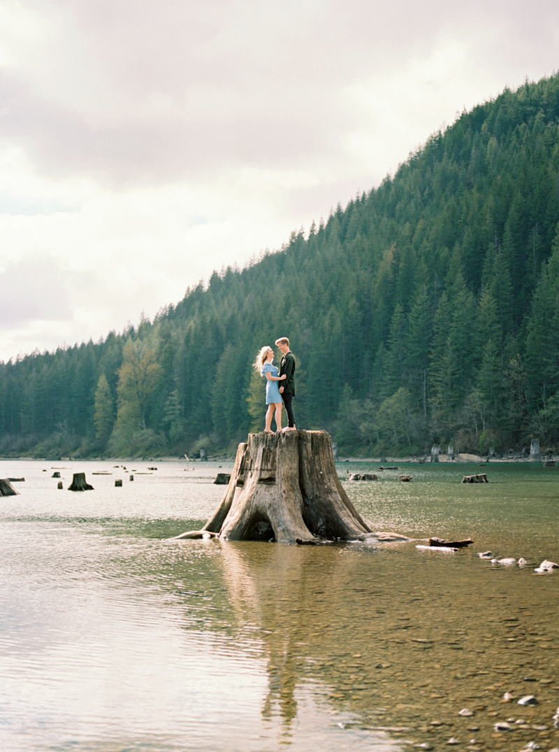 rattlesnake-lake-engagement-photos.jpg