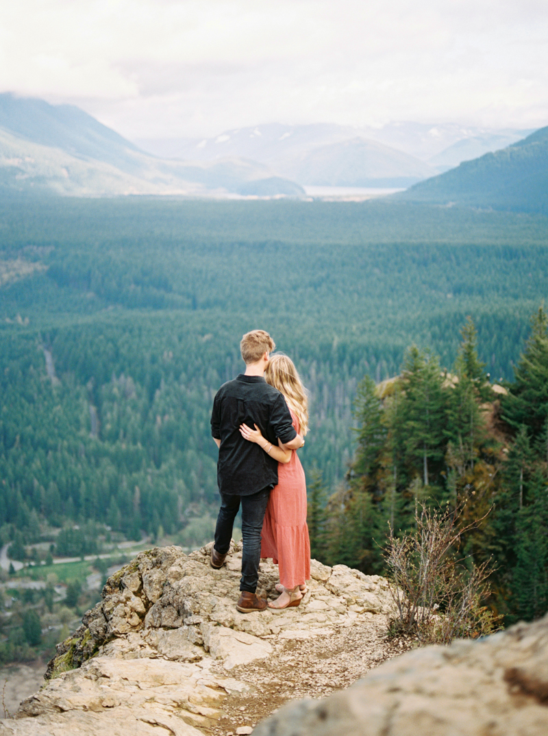 rattlesnake-lake-engagement-photos-10.jpg