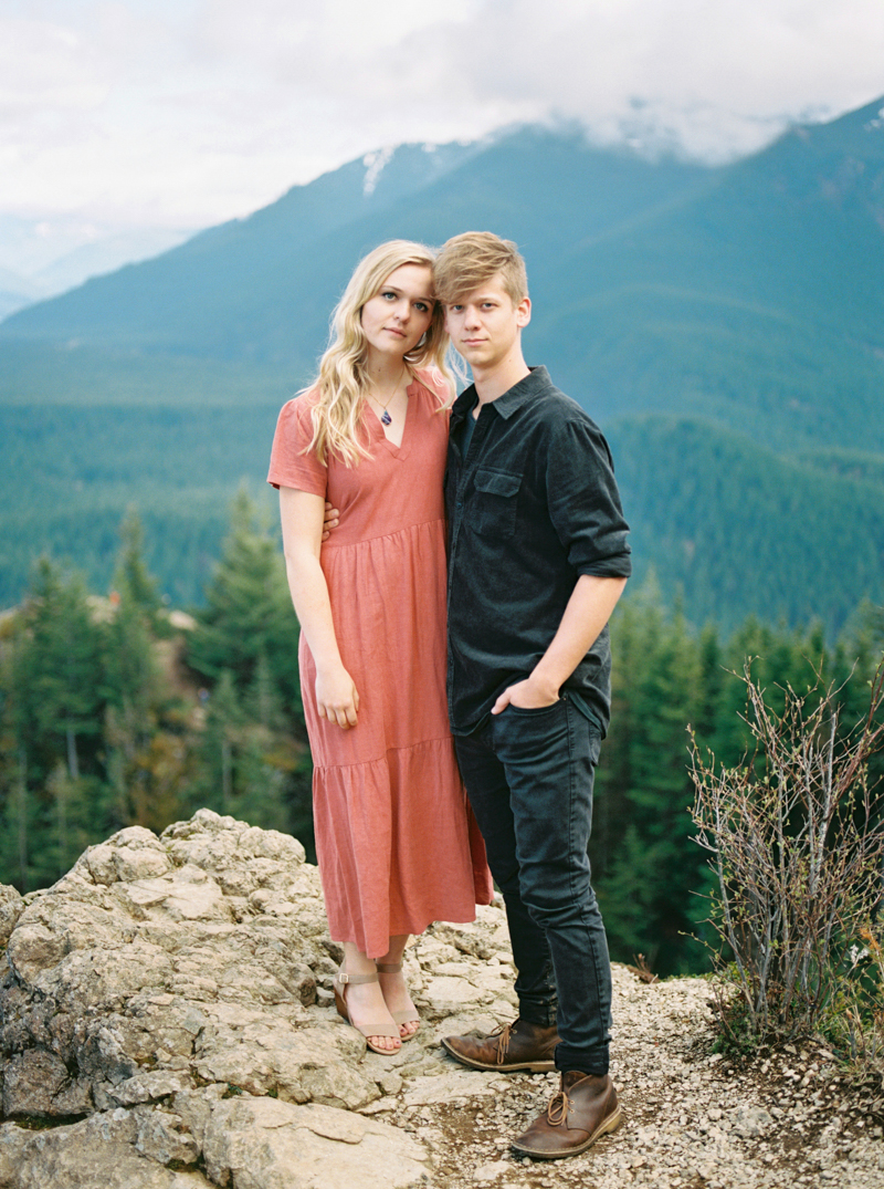 rattlesnake-lake-engagement-photos-11.jpg