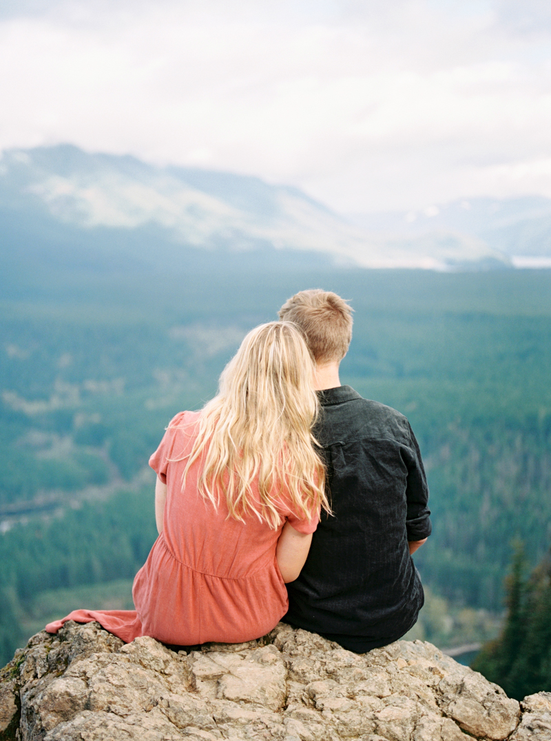 rattlesnake-lake-engagement-photos-12.jpg