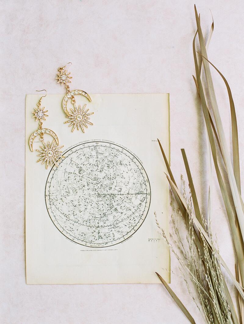 minimalist-celestial-wedding-inspo-13.jpg