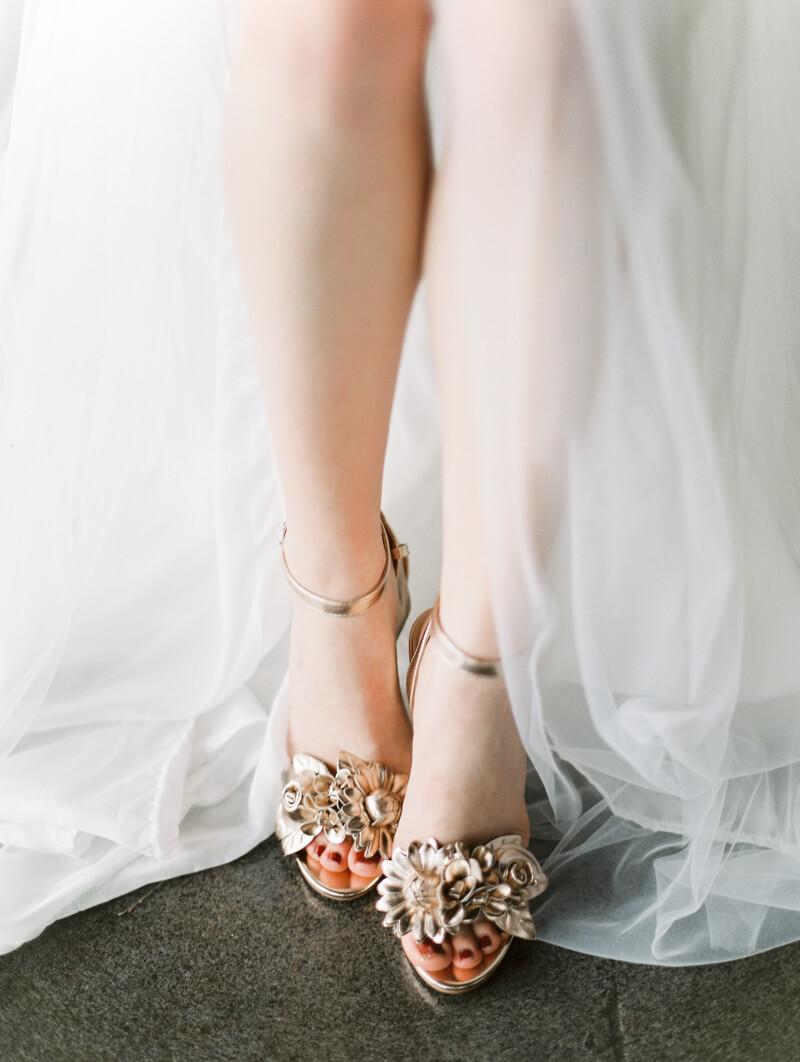minimalist-celestial-wedding-inspo-16.jpg