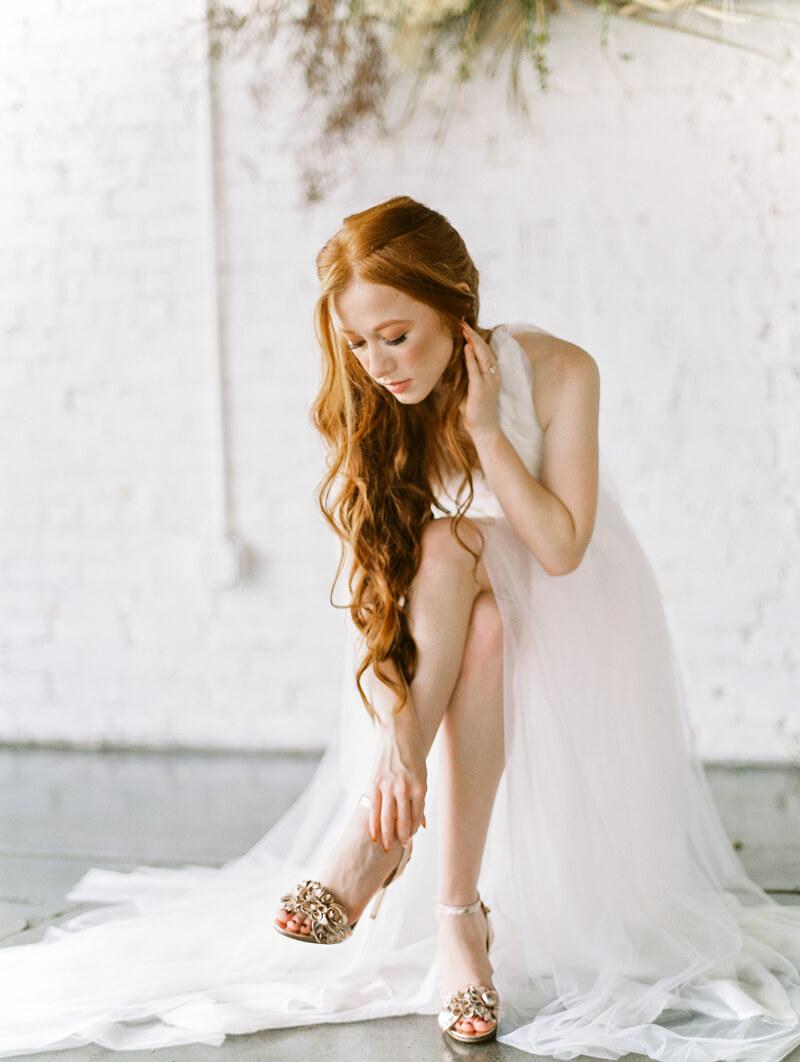 minimalist-celestial-wedding-inspo-20.jpg
