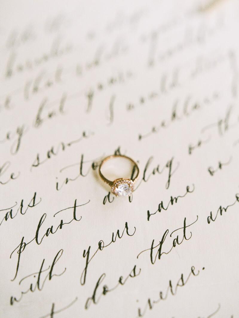 minimalist-celestial-wedding-inspo-9.jpg