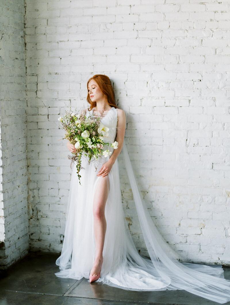 minimalist-celestial-wedding-inspo-17.jpg
