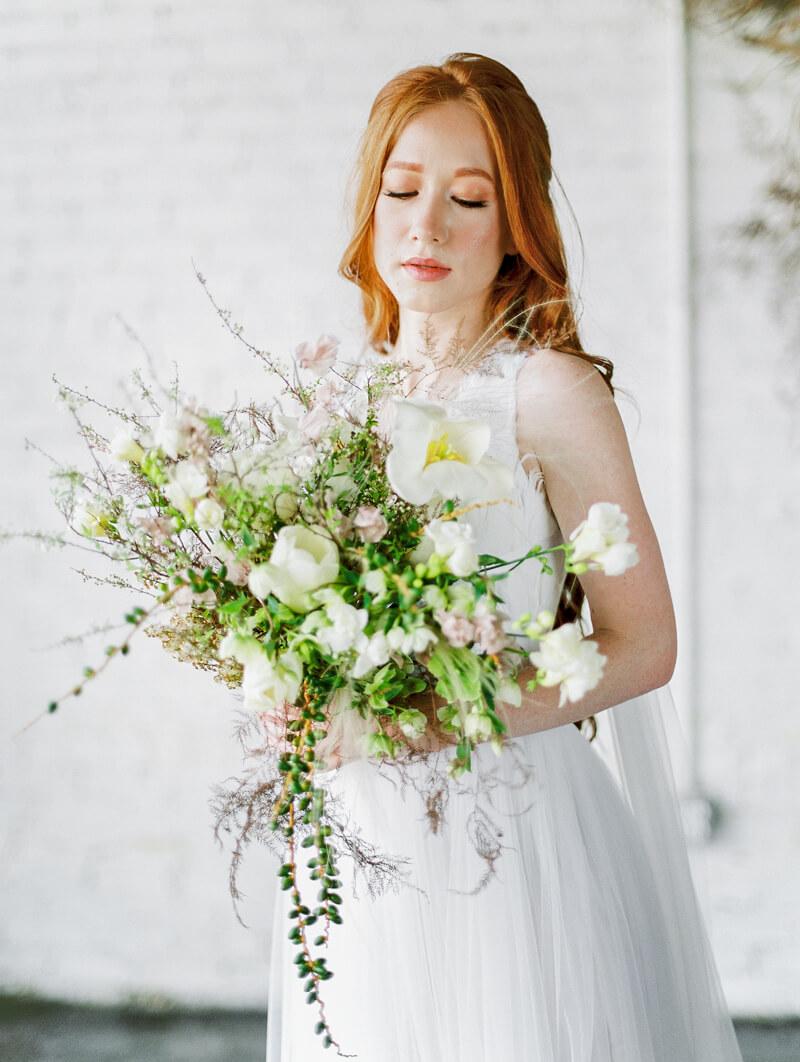 minimalist-celestial-wedding-inspo-2.jpg