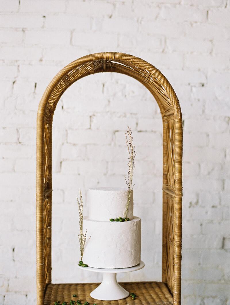 minimalist-celestial-wedding-inspo-10.jpg