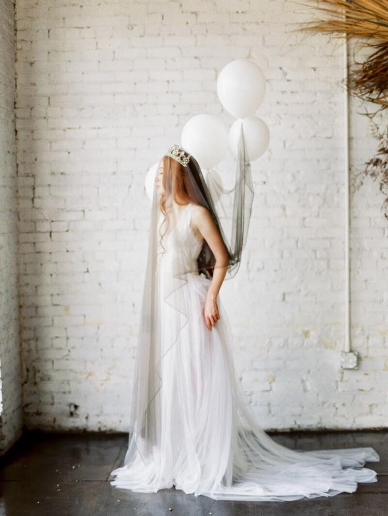 minimalist-celestial-wedding-inspo-4.jpg