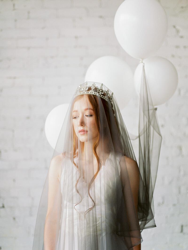 minimalist-celestial-wedding-inspo-5.jpg