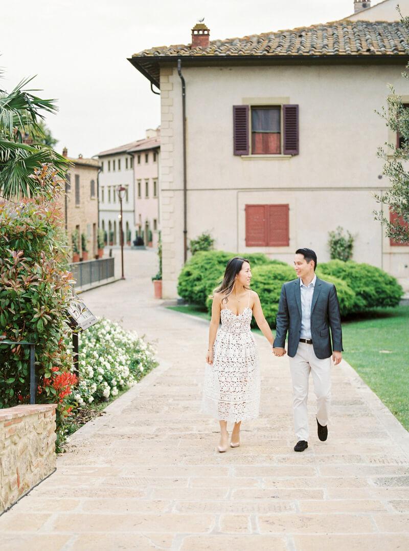 tuscany-italy-engagement-photos.jpg