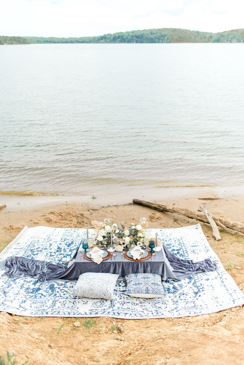 lakeside-wedding-inspo.jpg