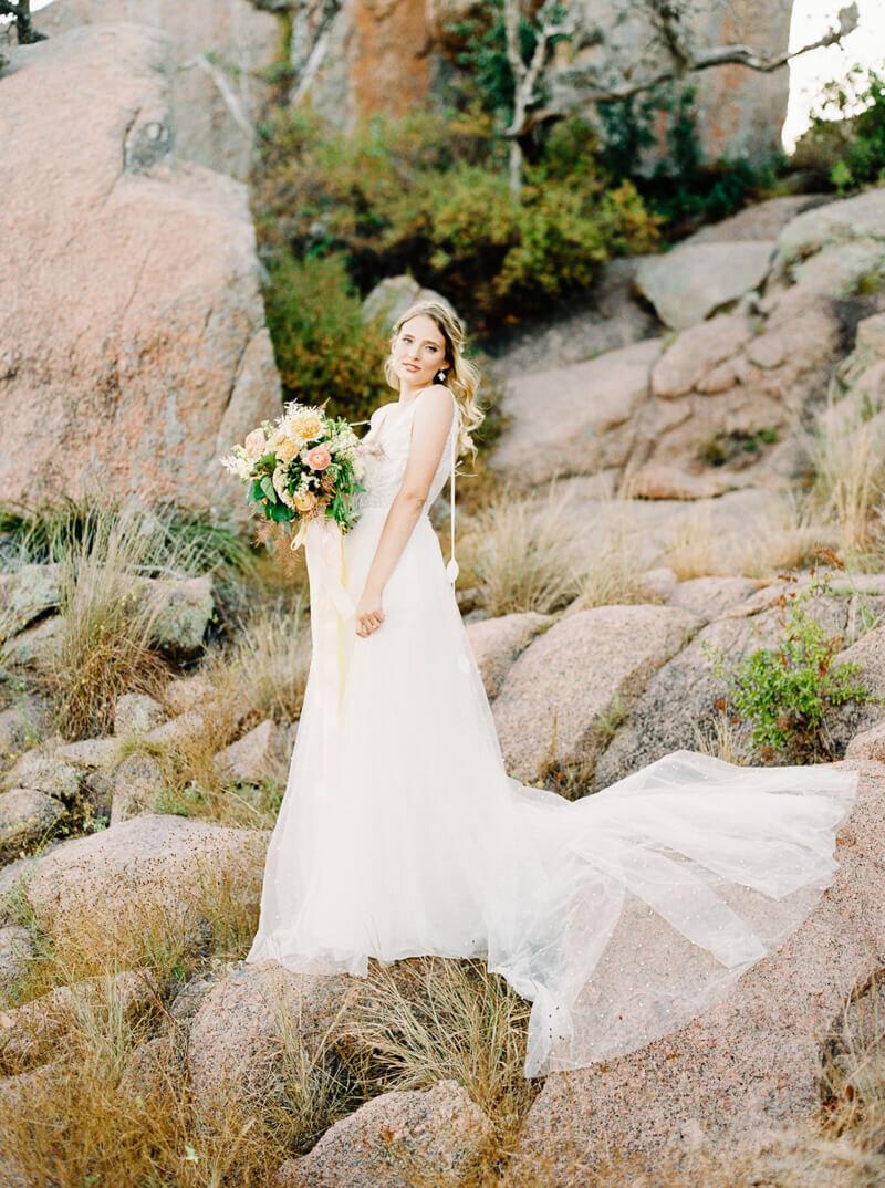 enchanted-rock-bridal-shoot-15.jpg