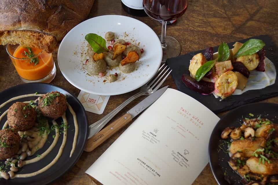 Table-métis-restaurant-bar-tapas-afro-foodie-legumes-menuvegan-paris.jpg