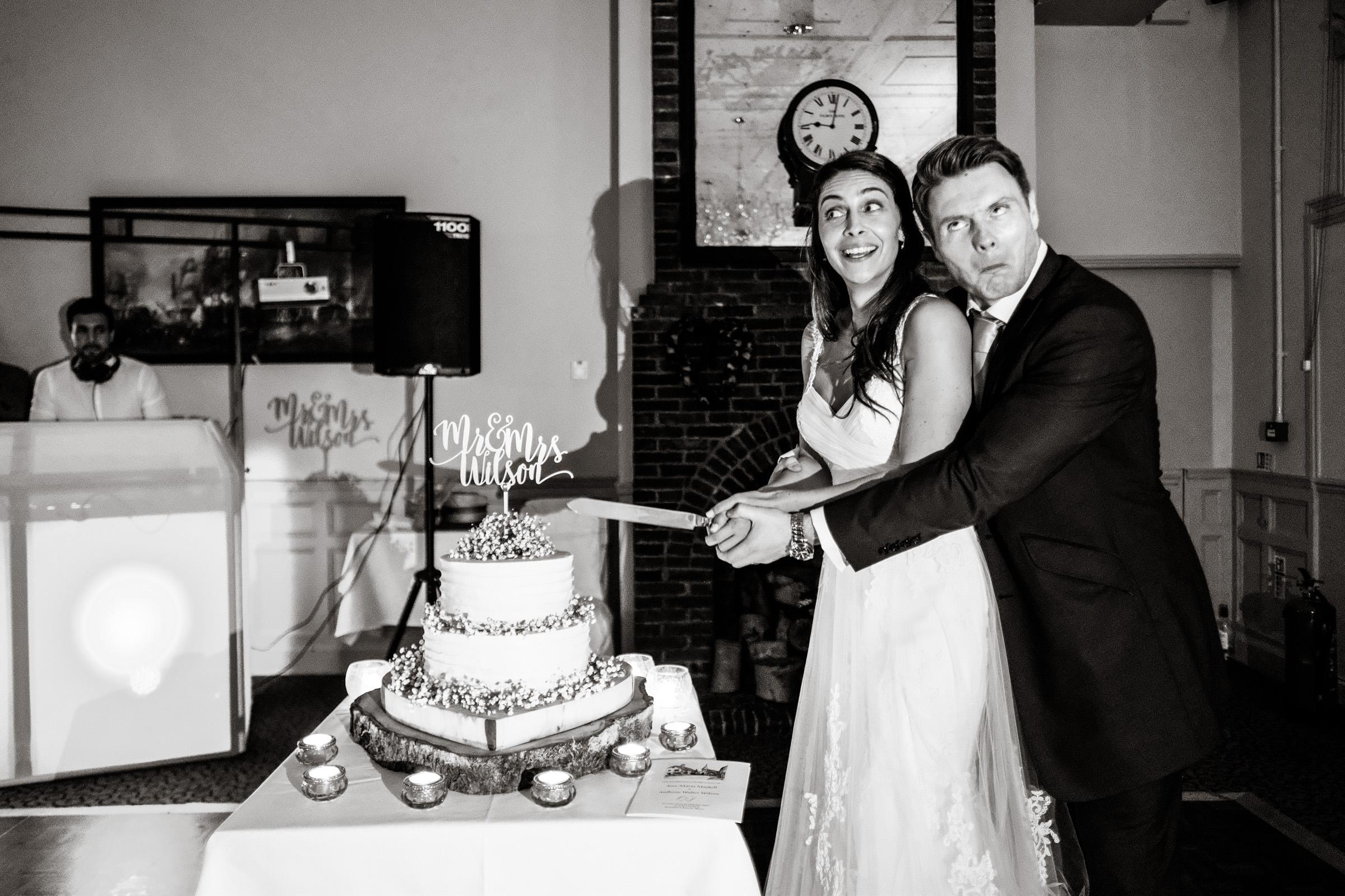 Talbot+Inn+Wedding+Photos+Surrey+039.jpg