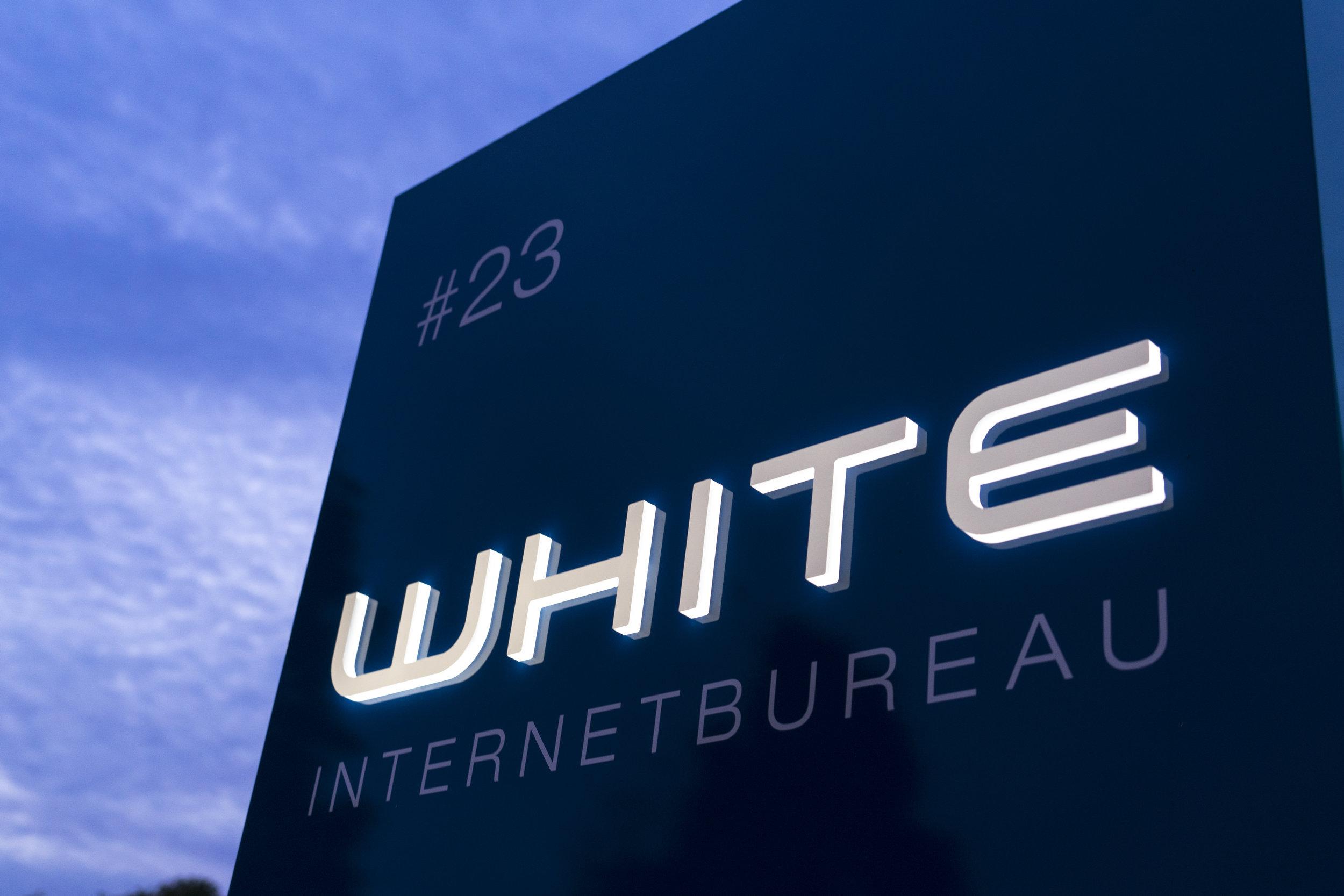 white (2 van 3).jpg