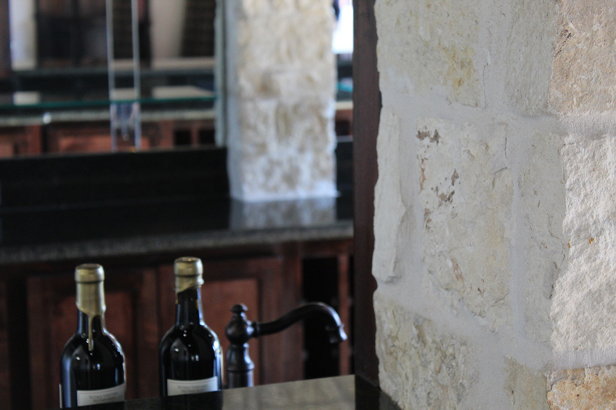 whitley_vineyards_wine_bar_tx.jpg