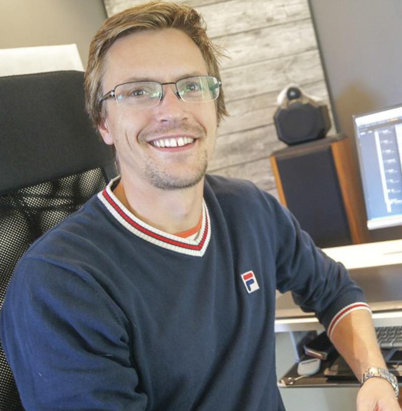 - Trond Kjelsås, piano(f. 1982) er bachelor frå Norges musikkhøgskole med jazzpiano som hovudinstrument. Han har òg ein mastergrad i musikkteknologi frå same stad. Kjelsås er lærar i jazzpiano, hovudinstrument laptop, komposisjon og musikkteori ved Oslo by Steinerskole, men har òg undervist i satslære, komposisjons- og jazzpianodidaktikk ved musikkhøgskulen.Han er elles ein dedikert lys- og lydmann med oppdrag forulike teater og institusjonar. Som musikar har han samarbeidd med profilerte artistar som Tine Thing Helseth, Frank Brodahl, Eckhard Bauer, Børre Dalhaug og Håvard Bakke. I ein periode konserterte han òg med den norske gruppa The Pussycats. (Foto: ØB).