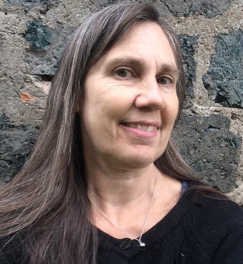 - Henrietta AhleniusJag bor i Borgvik, Värmland, har konstutbildning från Kyrkeruds folkhögskola samt är arkitekt SAR/MSA. Som huset kan ha sin själ att varsamt och personligt bygga vidare på, så vill jag använda det ärvda. Någons nedtecknade berättelse blir till form och färg. Kreativt och gränsöverskridande skapande i min egen tolkning. tlf: +46(0)706-741 348, epost: borgviksform@telia.com