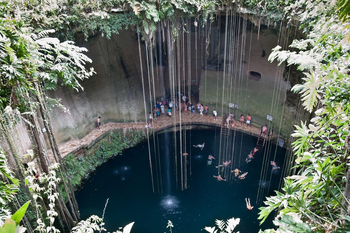 Cenote en Chiche Itza, Yucatan, Mexico