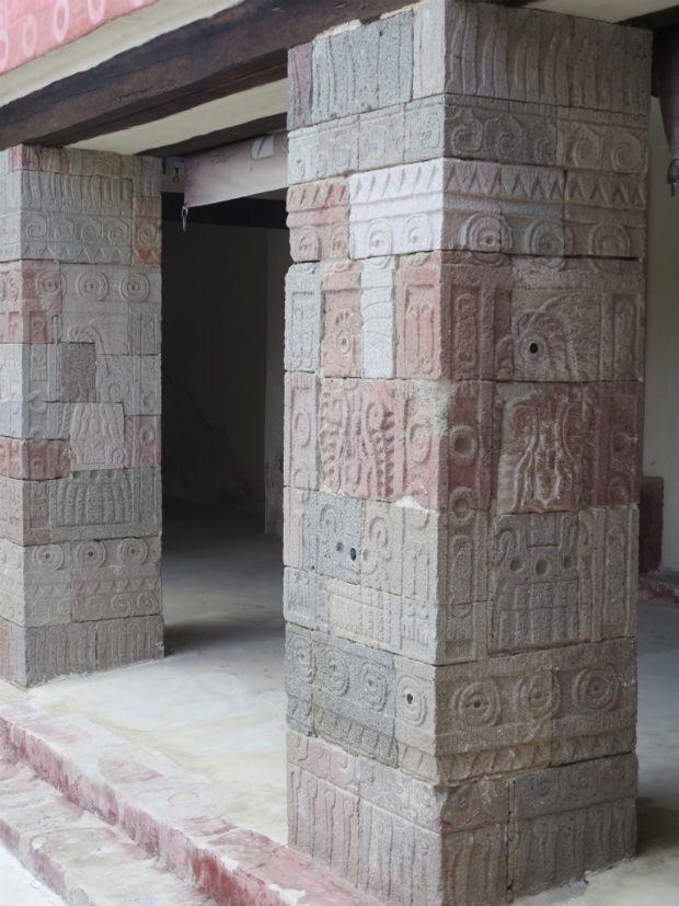 Columns Teotihuacan