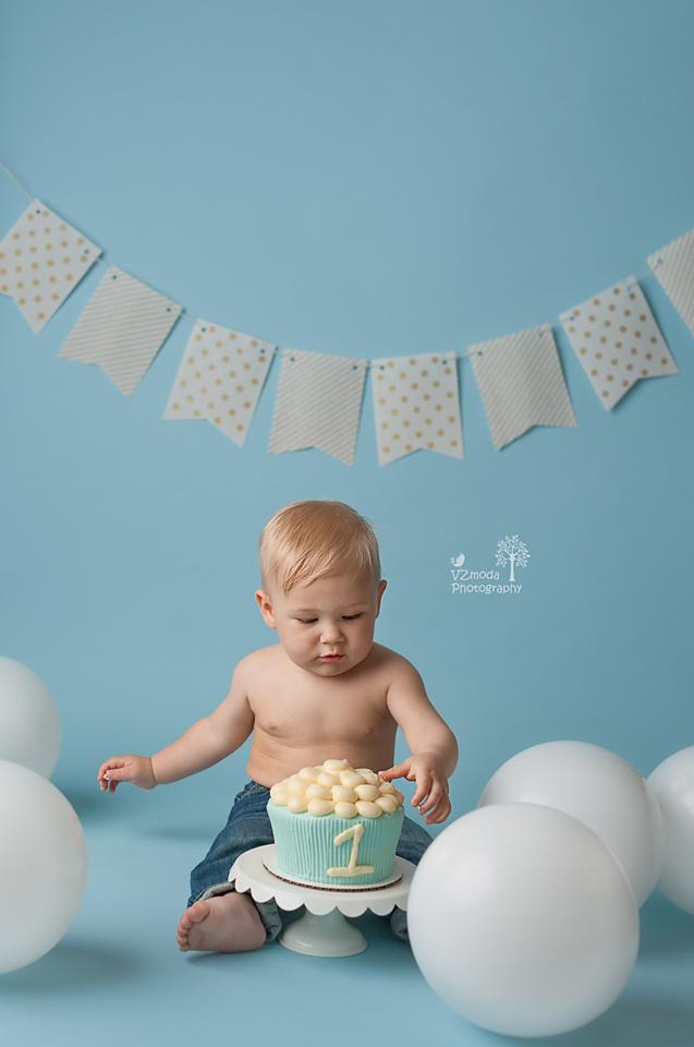 Pastel blue cake