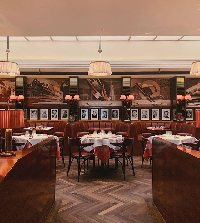 Inspired by the traditional New York style American Grill, The Colony Grill Room @thecolonygrillroom is situated in the prominent @thebeaumontldn and serves some of the most delicious meat and fish in London. Enjoy a cosy atmosphere and a decor that will take you back in time to the 70s.