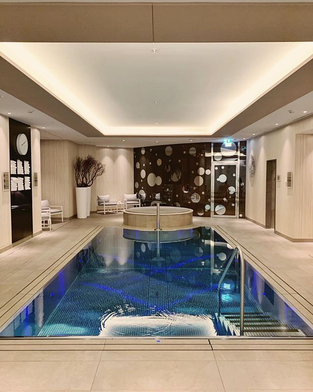A place where guests will immerse themselves in total relaxation, the @ritzcarltonberlin offers  a spa and wellness area with a design which appeals to your mind and body. 📷 @tripserto
