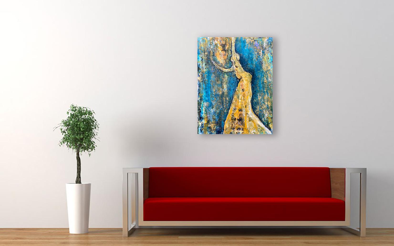 Spieglein Spiegeln an der Wand, over a red sofa.