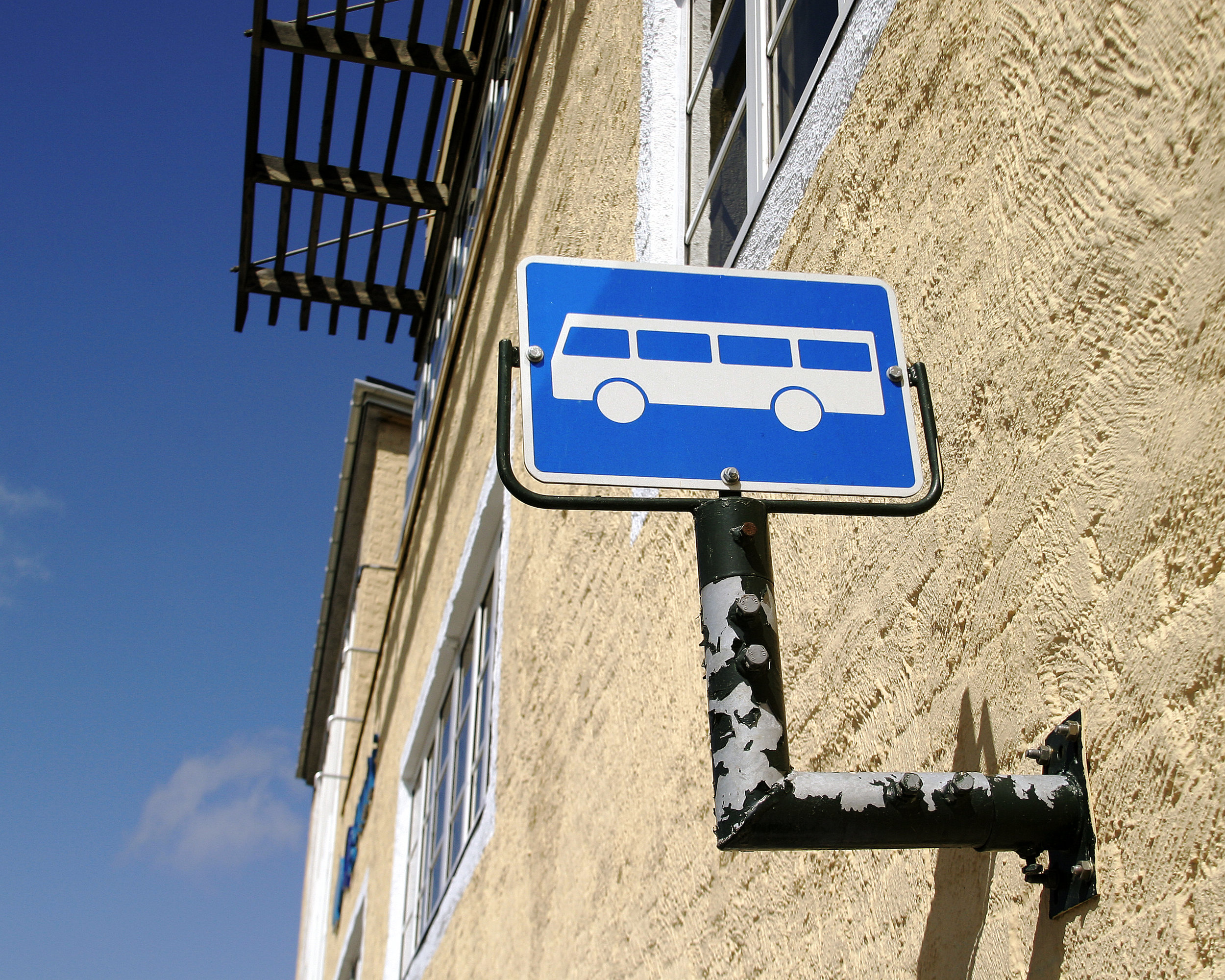 photodune-261396-bus-stop-m.jpg