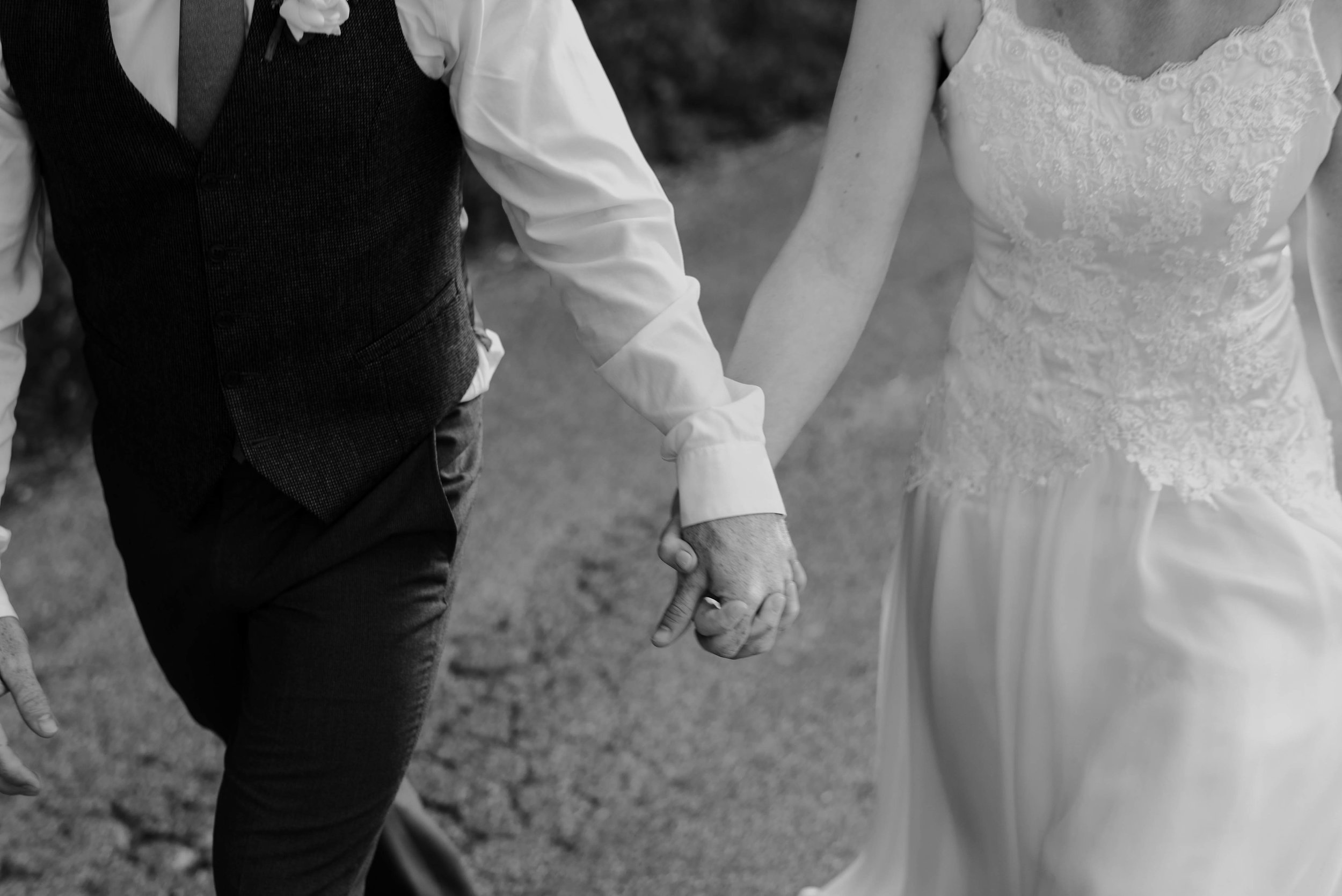 FOR ELOPEMENTS/INTIMATE WEDDINGS - WEEKDAYS ONLYUp to 4 hours of Wedding Day CoveragePhotos delivered via online gallery.Additional hours are $200/per$2000