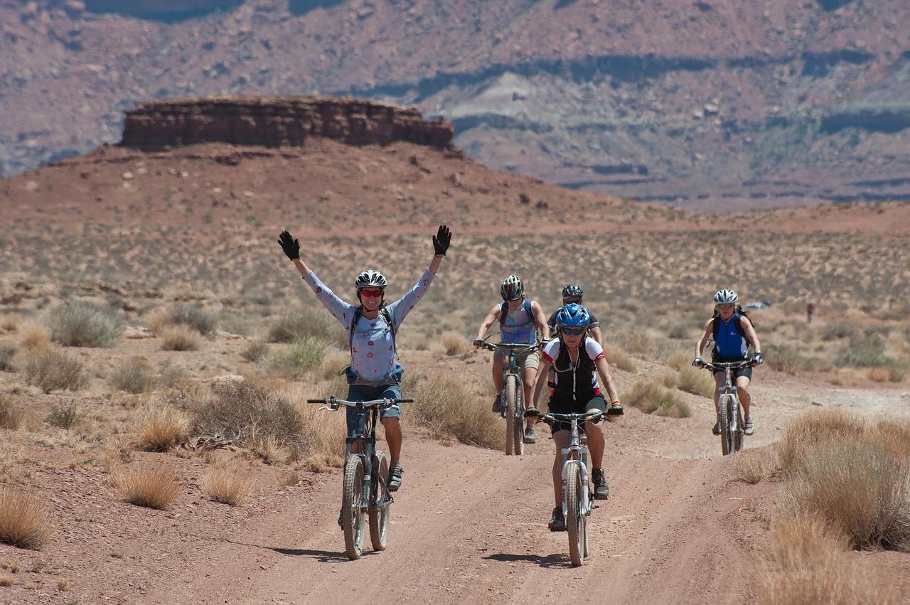 bicycling-1160860_1280.jpg