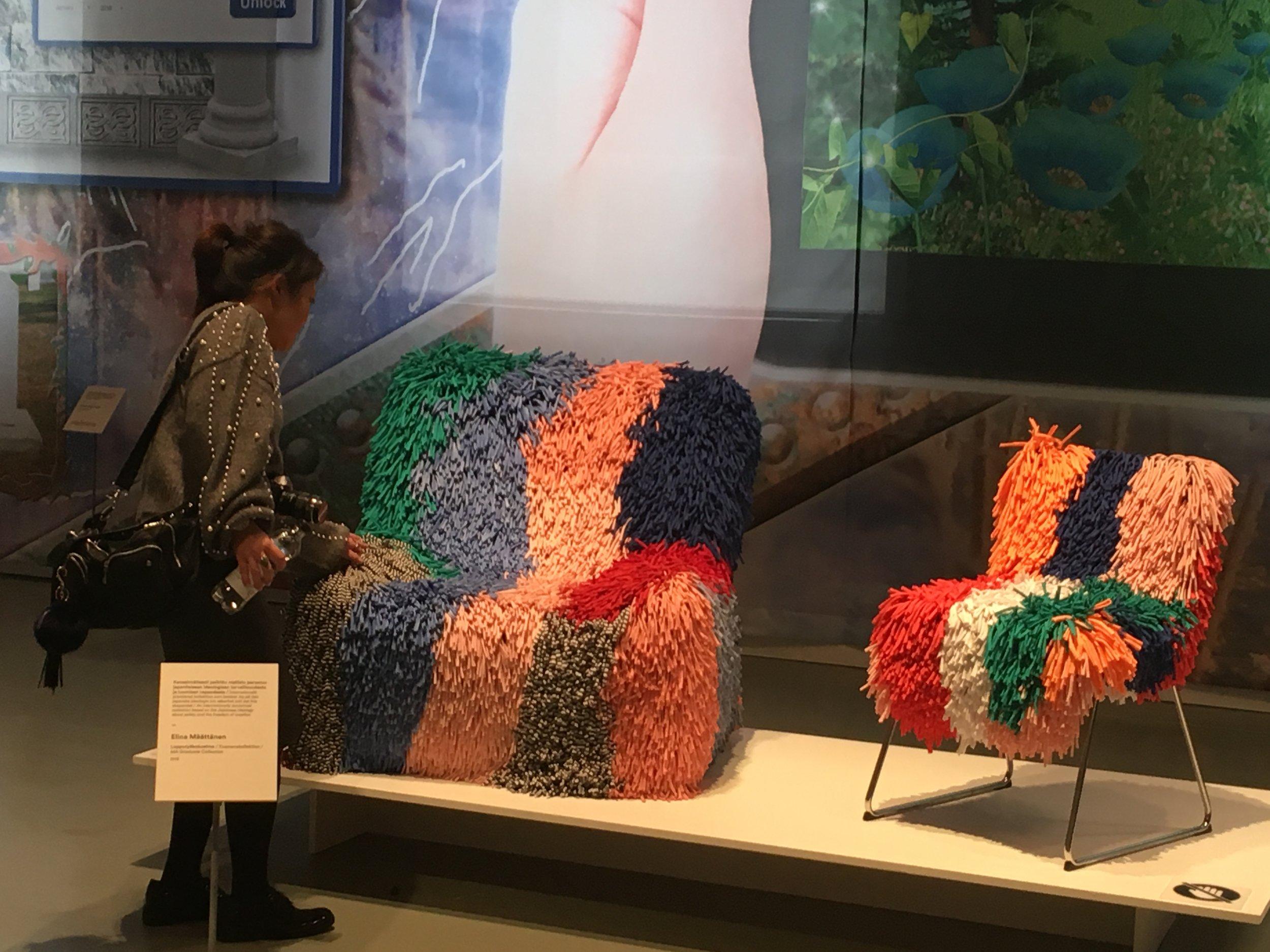 Mette ja tema lemmiktool Helsingi Disaini Muuseumis