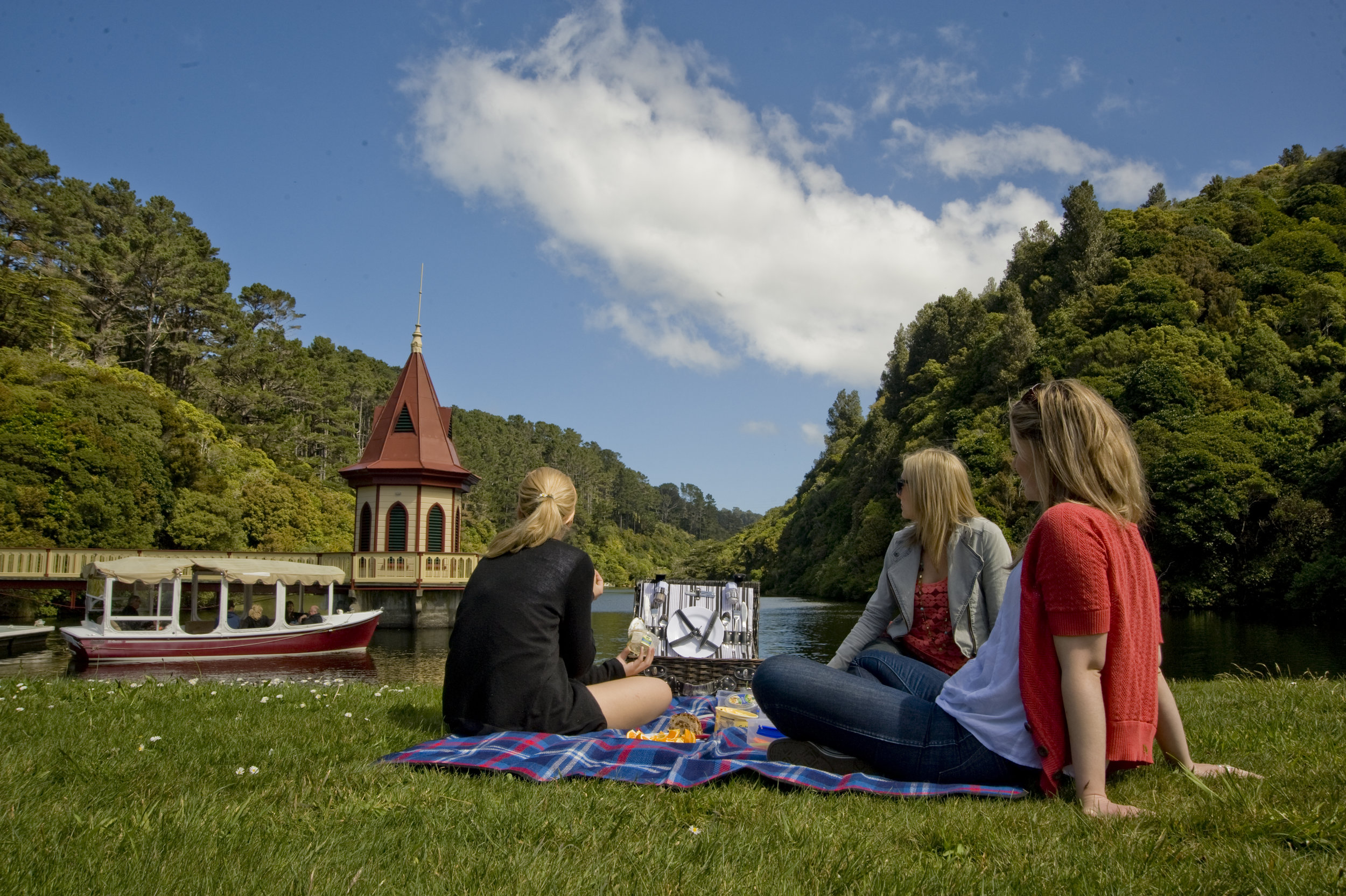Visitors at ZEALANDIA.jpg