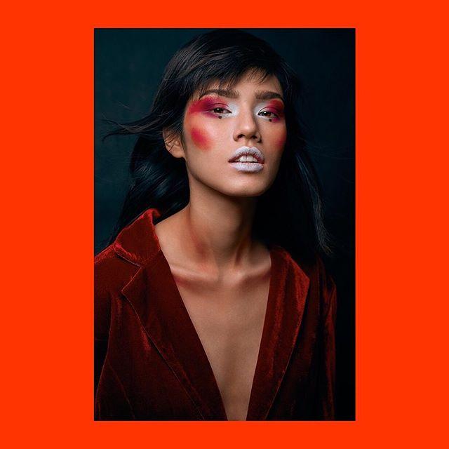 Kończymy mini-serię ✖︎⠀⠀ ⠀⠀ Model: @aliceinnewworld_⠀⠀ MUA: @martajedrys_makeup⠀⠀ Retouch: @kyleightelford⠀⠀ ⠀⠀ #nikonz6 #profoto #profotob1x #captureone⠀⠀ #captureonecolor #fotografwarszawa