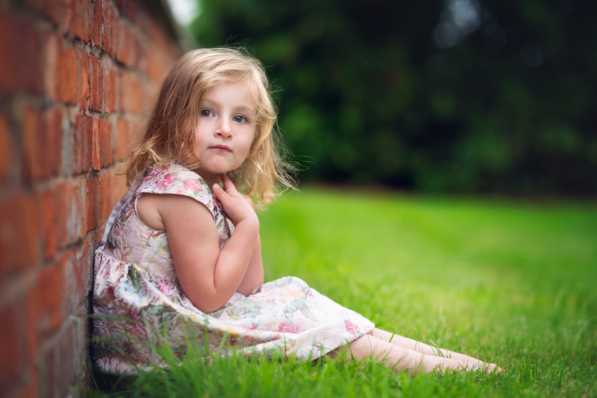 Girl sitting against wall | Children's Photography