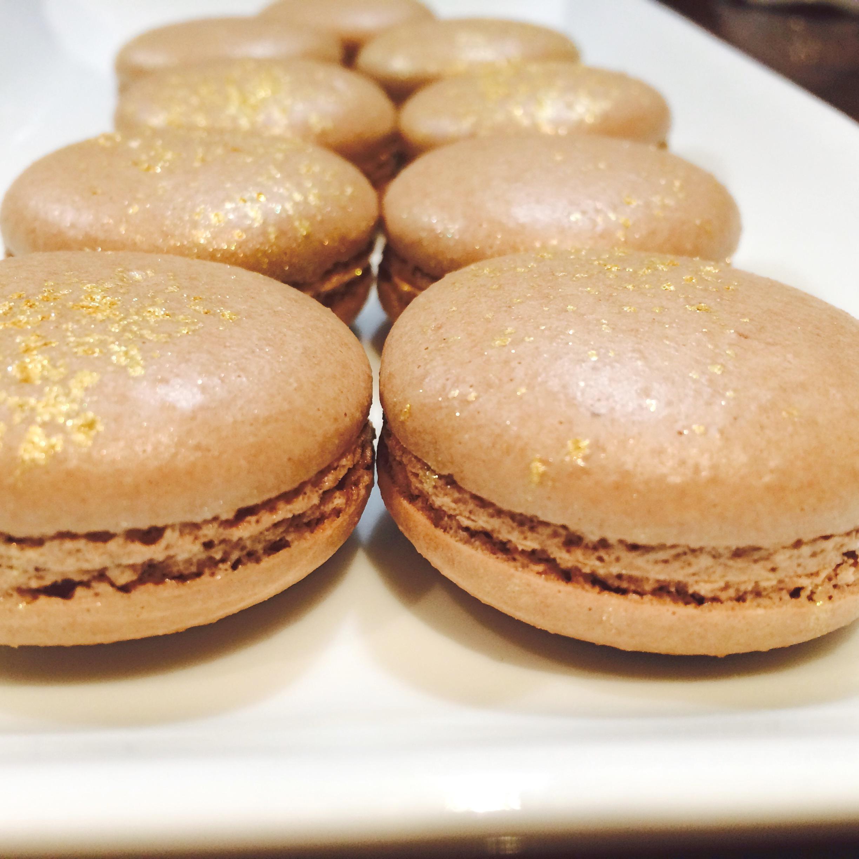 sweetburger-golden-macarons
