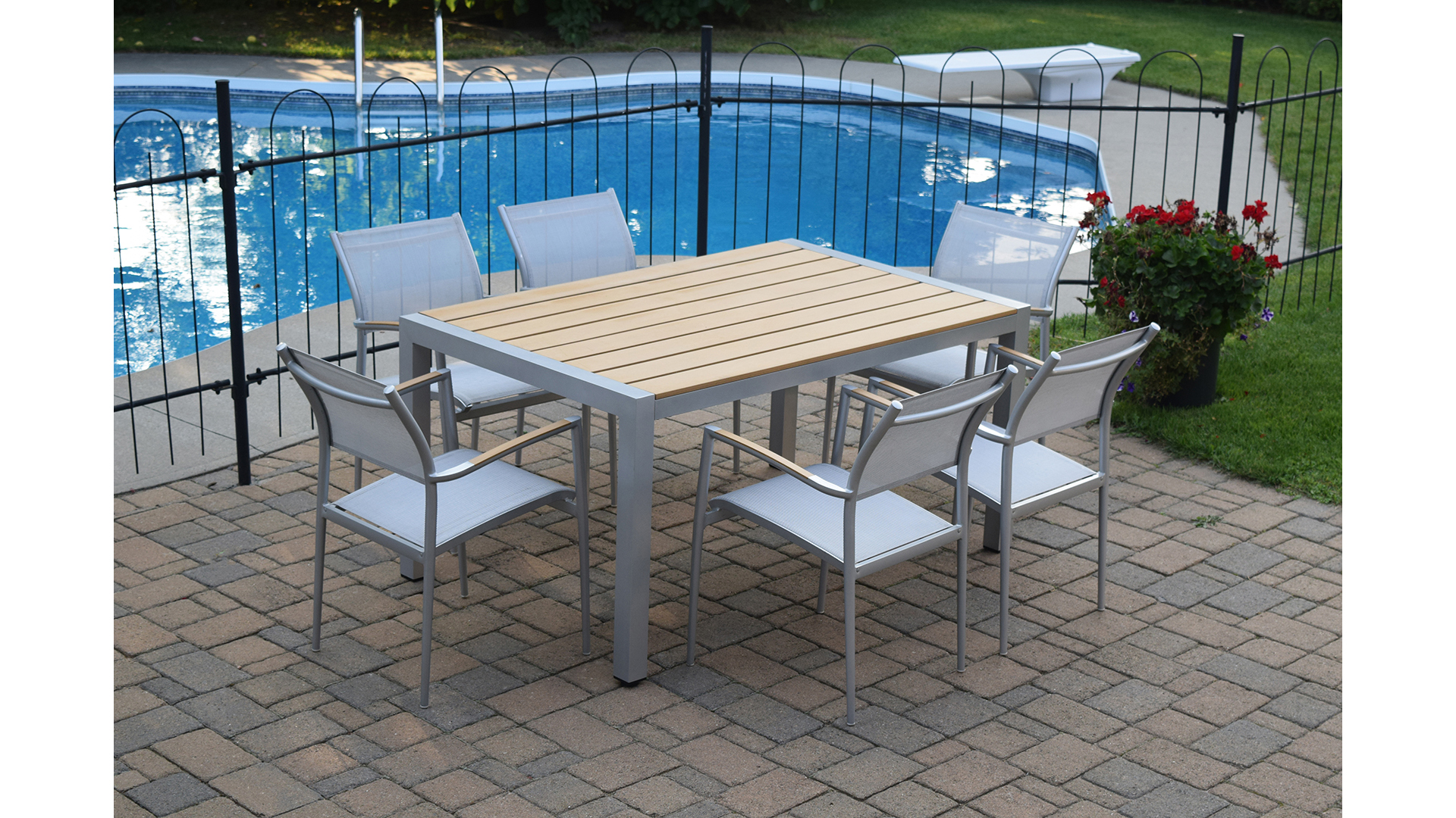 7 Piece Chairs And Patio Table For Outdoor Dining Poolside.jpg