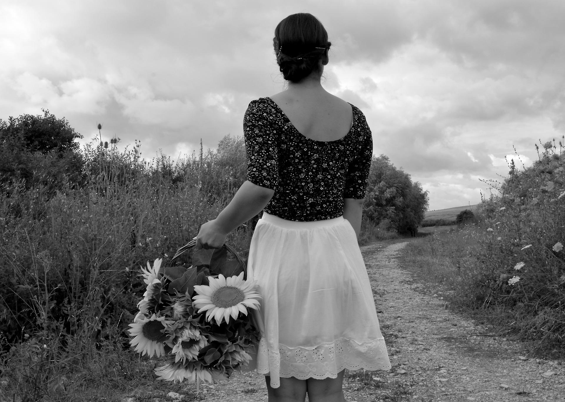 black-and-white-1526025_1920.jpg