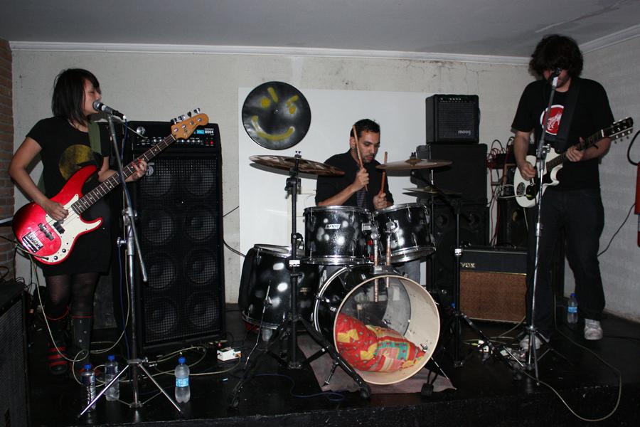 refluxo-rock-band.jpeg