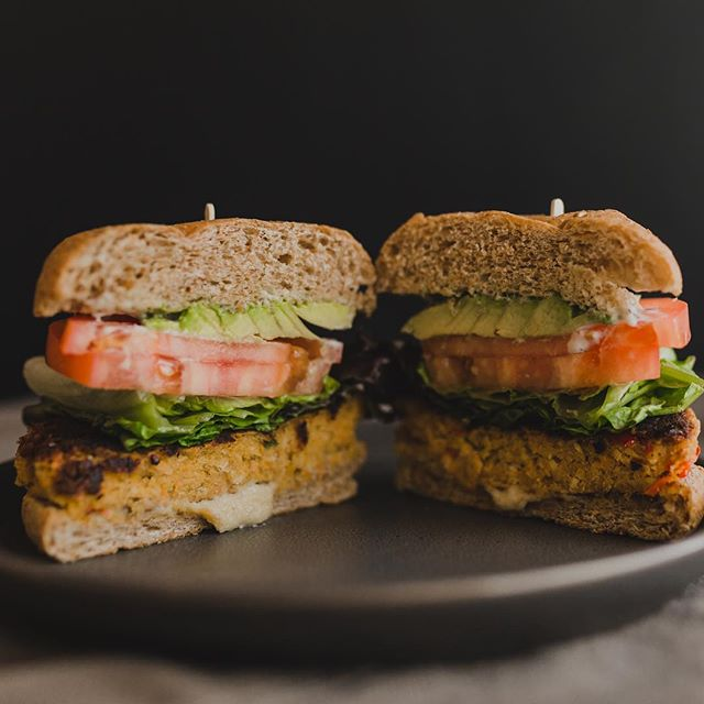 Chickpea burger is always a favorite! Add an awakening juice 👌🏽 📸: @natalievlassis