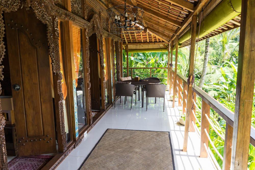 1 living balcony.jpg